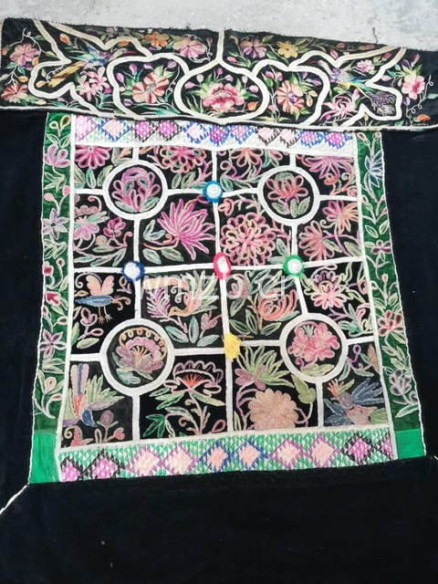 贵州苗族刺绣老背扇